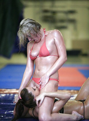Voluptuous chicks have a wild catfight for domination in lesbian sex