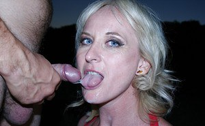 Lecherous mature blonde gets her asshole fingered and drilled outdoor