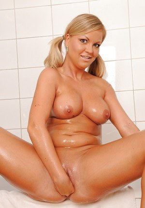Voluptuous blonde babe taking shower and fisting her pussy
