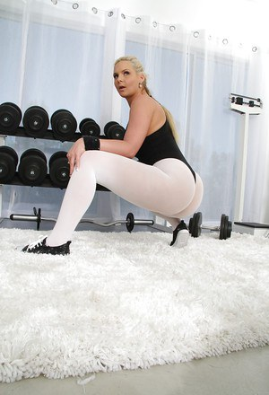 Hot blonde with flexy body Phoenix Marie slipping off her sport outfit