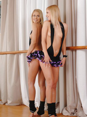 Lovely blonde babe with petite ass Tracy Gold showcasing her svelte body