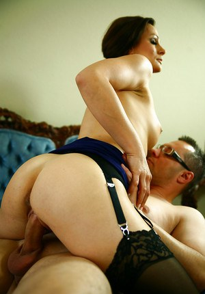Arousing MILF Cameron Cruise gives head and gets sensualy fucked