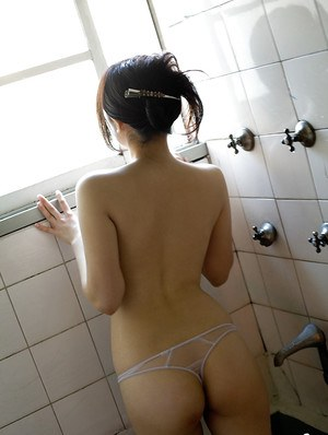 Cute asian babe China Yuki showcasing her seductive curves in the bath