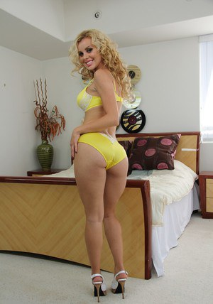 Petite latina hottie Jessie Rogers slipping off her clothes