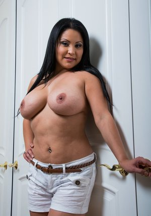 Chubby latina babe Sophia Lomeli stripping and spreading her legs