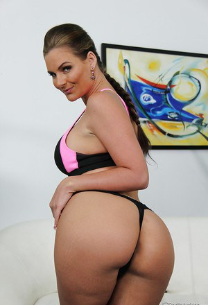 Full-figured MILF Phoenix Marie stripping off her sport outfit