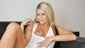 Tempting tattooed blonde babe Jessa Rhodes stripping and teasing her slit
