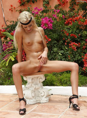 Stunning blonde amateur taking off her tiny bikini and pissing outdoor