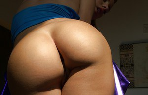 Stunning latina babe Jessie Rogers showcasing her jaw-dropping fanny