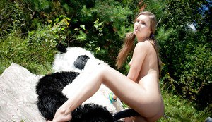 Kinky teen hottie gets her shaved cunt stretched by a big fake cock outdoor
