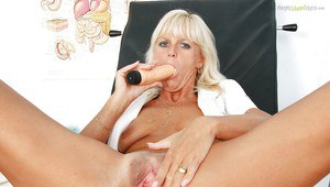 Cock hungry mature lady stuffing her twat with vibrator and gyno tools