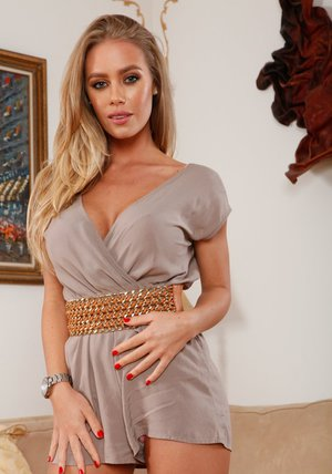 Alluring babe Nicole Aniston stripping and exposing her trimmed pink hole
