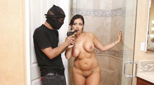Curvaceous slut gets banged anally by a well-hung robber in the bath