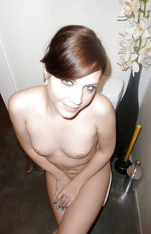 Tempting amateur with ample ass and shaved cooter posing naked