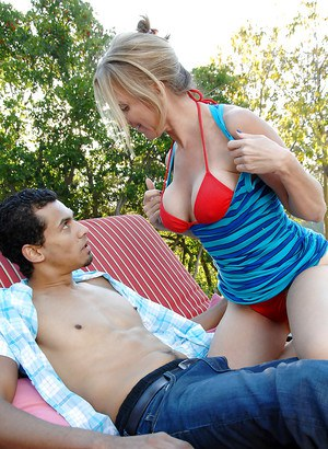 Jenna Covelli has some interracial hardcore fun with a younger guy outdoor