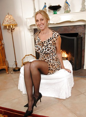 Pictures of mature women nude over 50
