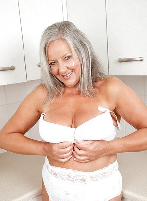 Full-bosomed mature lady April Thomas has some fun in the kitchen