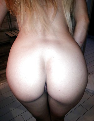 Smiley amateur with big tits and shaved slit picturing herself