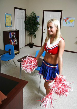 Slutty blonde cheerleader Bree Olson gets her shaved twat cocked up