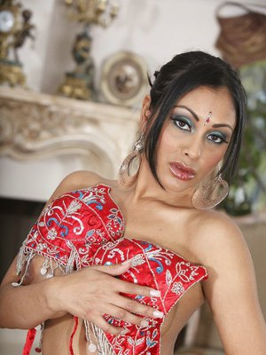 Voluptuous Indian MILF Priya Anjeli Rai gets rid of her ethnical outfit