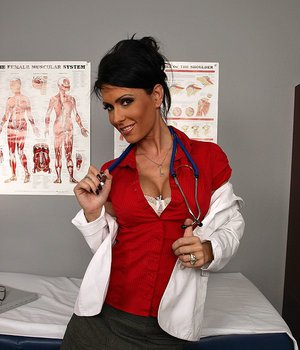 Steaming hot doctor in stockings Jessica Jaymes gets fucked by her patient