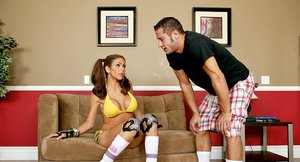 Sporty hottie Hunter Bryce gets fucked after roller-skates walk