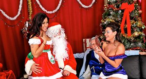 Ravishing bombshells have a foursome groupsex at the christmas party