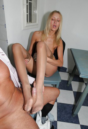 Teena Lipoldina gives a footjob and works with her sweet mouth