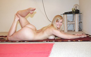 Flexy amateur with natural tits Roxy Lovette stripping and picturing herself