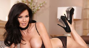 Adorable MILF Veronica Avluv revealing her big jugs and trimmed pussy