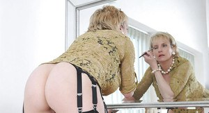Stunning mature lassie with big jugs and ample ass gets rid of her clothes