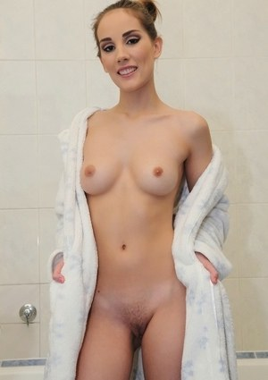 Svelte amateur with shaved cooter Tina Blade taking shower