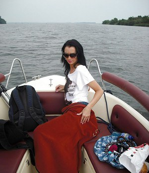 Full-bosomed brunette babe gets rid of her clothes at the boat tour