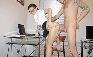 Alluring amateur in glasses pleases a hard dick with her lips and fucks it