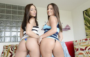 Seductive babes Gracie Glam & Lizz Tayler stripping together