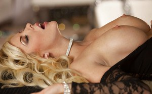Glamourous chick Courtney Taylor gets her shaved pussy licked and boned-up