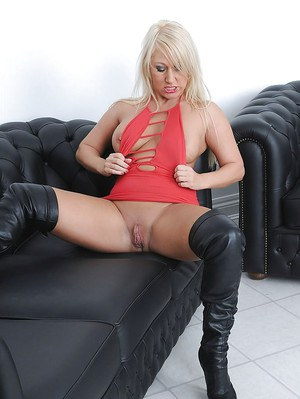 Lecherous mature blonde in high heeled boots reveals her shaved vag