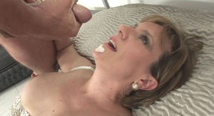 Juggy mature bombshell gets fucked and takes a cumshot on her chin