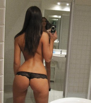 Pretty girl with hot body strips down and pictures herself in the bath