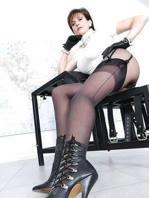 Mature fetish lady with long legs posing in pantyhose under her stockings
