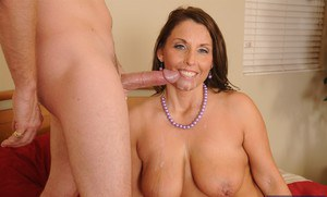 Curvy MILF Stacie Starr gives a blowjob and gets her shaved twat cocked up