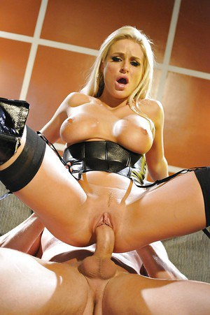 Hot MILF in latex outfit gets fucked and takes a cumshot in her mouth