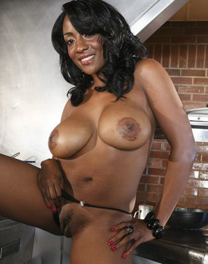 Frisky ebony MILF Sincere Lemore slowly uncovering her sexy curves