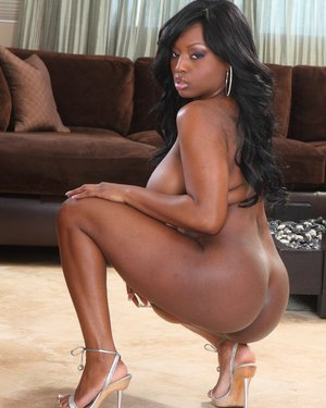 Juggy ebony MILF getting naked and spreading her pussy lips