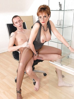 Short-haired mature fetish lady in pantyhose teasing a stiff dick