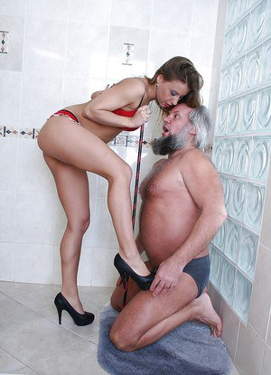 Kinky european lassie has some pussy licking and pissing fun with an pldman