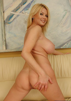 Mature lady Carolyn Monroe revealing her jaw-dropping sexy body