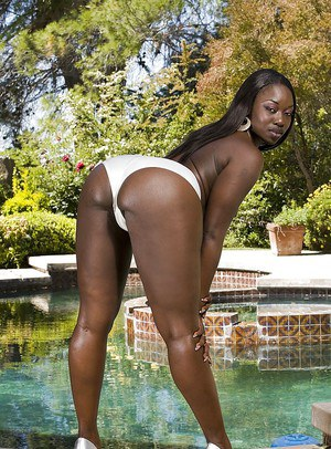 Sassy ebony lassie demonstrating her big ample booty at the poolside