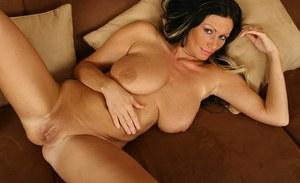 Mature vixen with smoky eyes and huge melons toying her hungry gash