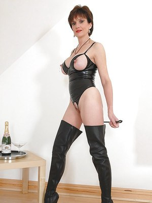 Mature fetish lady in snazzy outfit and thigh boots exposing her cooter